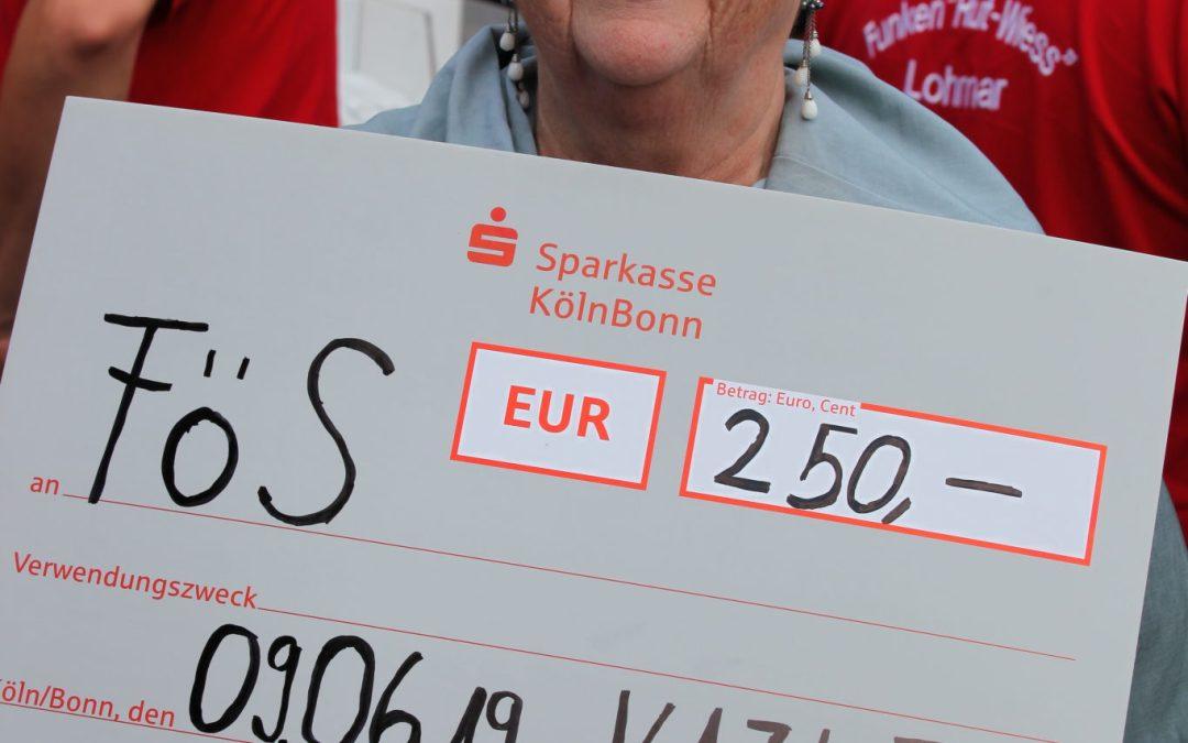 Die KAZI-Funken spenden dem FöS 250 Euro