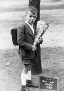 Karl Heinz Ruthmann mit obligatorischer Einschulungstüte