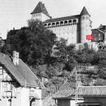Historisches Schwarz-Weiß-Foto mit Blick auf den Hochbunker in der Siegbergstraße in Siegen. Erbaut wurde er in den Jahren 1941 und 1942 erbaut.