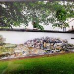 """Gemälde der Altstadt Siegen auf Mauer am Fischbacherberg, gemalt von Tzveta Grebe. Idee: """"Siegen sind wir""""."""