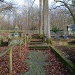 Historischer Friedhof am Wellersberg in Siegen. Blick auf zwei große Familiengräber angesehener Bürgerfamilien des frühen 20. Jahrhundert.