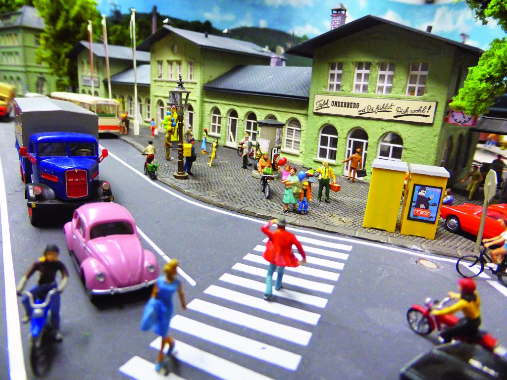 Blick auf den Bahnhof Siegen in klein vom Miniatur-Siegerland. Andrea und Heiko Weiß erstellten Siegen und das Siegerland auf einer Märklin-Modellbahn. Foto mit freundlicher Genehmigung von Martin Knaden von MIBA-Miniaturbahnen.