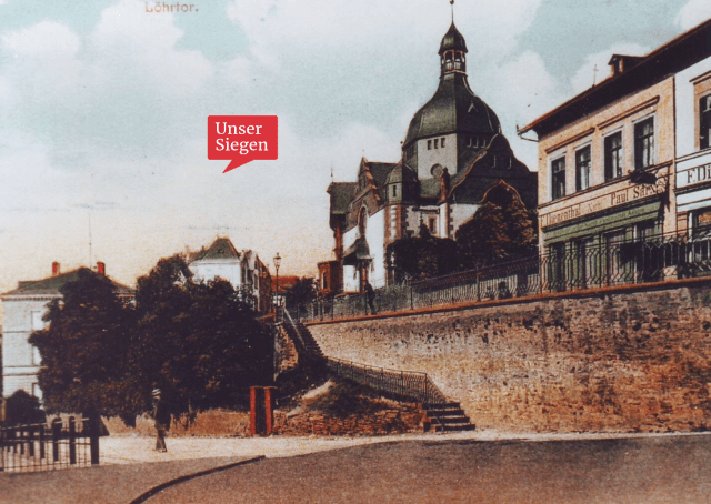 Eine colorierte Aufnahme der Synagoge in Siegen, aufgenommen vom Löhrtor. Mit freundlicher Genehmigung des Stadtarchivs Siegen, Bestand 704, Fo 1858.