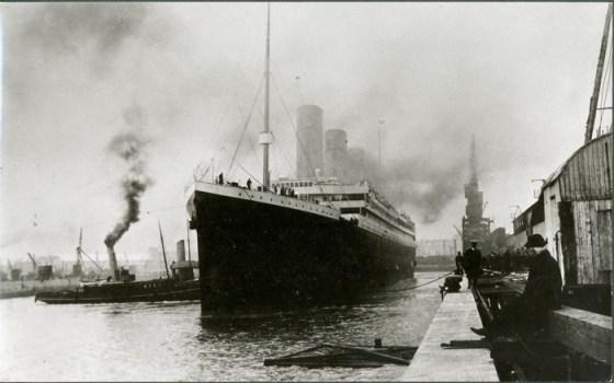Titanic zarpando