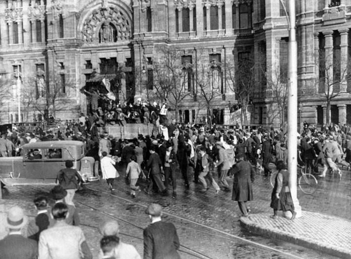 14 de abril de 1931. Proclamación Segunda República en la Plaza de Cibeles. Foto: Alfonso Sánchez Portela