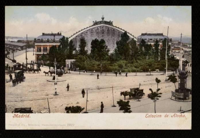 "<em>""Madrid./Estación de Atocha/Purger &amp; Co. München, Photochromiekarte 2827."" Cartulina color. Fototipia. Circulada en 1904. Fuente: Memoria de Madrid</em>"