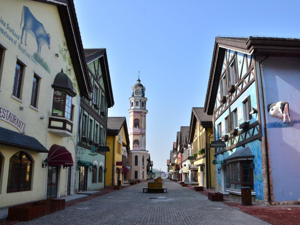 in-the-heart-of-beijing-is-tonghui-town-international-bar-street-a-street-modeled-after-the-scenic-swiss-town-of-interlaken-with-bavarian-and-