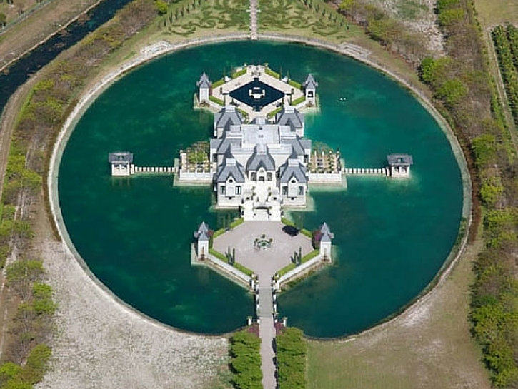 Lake Castle — Miami, Florida