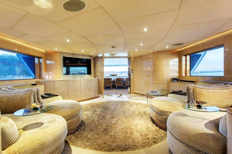ophelia_fraser-yachts_central-agency-142