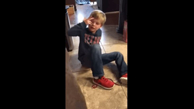 5 Year Old Kid Demonstrates Simple Shoe Tying Technique