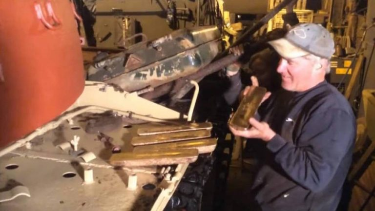 Someone Bought An Iraqi Tank On Ebay And Finds $2.4 Million-Worth Of Gold Bars Inside - Video