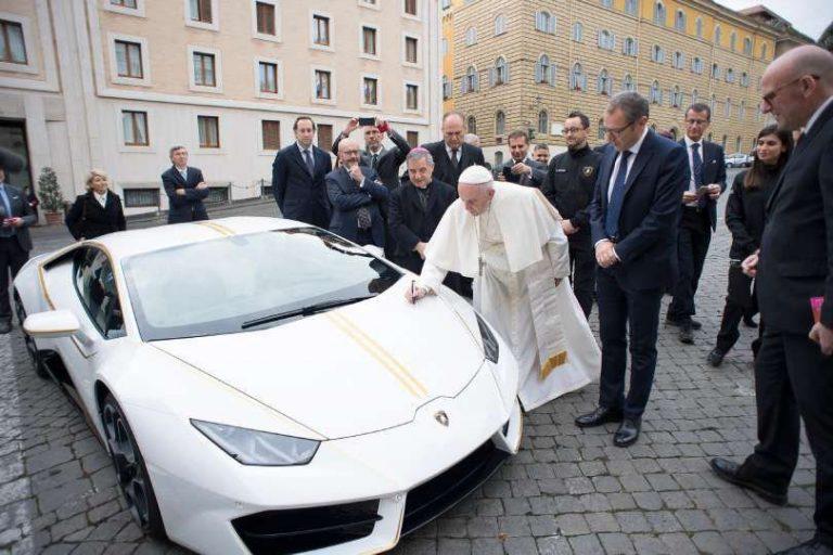 Pope Gets A Lamborghini Huracan!