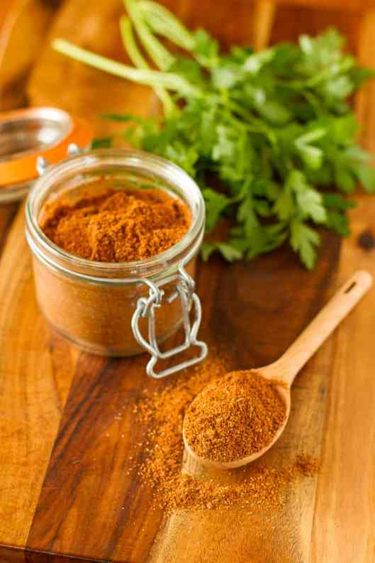 Homemade Taco Seasoning -- once you try this DIY taco seasoning recipe, you'll never go back to the icky processed store bought version again. Easy, inexpensive and preservative-free! | via @unsophisticook on unsophisticook.com