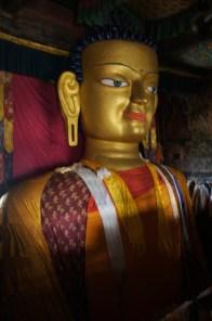 Die erste von vielen großartigen Buddhastatuen