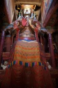Eine der beiden Buddhastatuen in Basgo