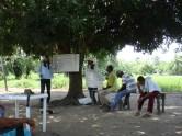 Réunion de la communauté de Las Pavas avec leur avocatColombie_Déplacement des observateurs en chaloupe©PWS2010