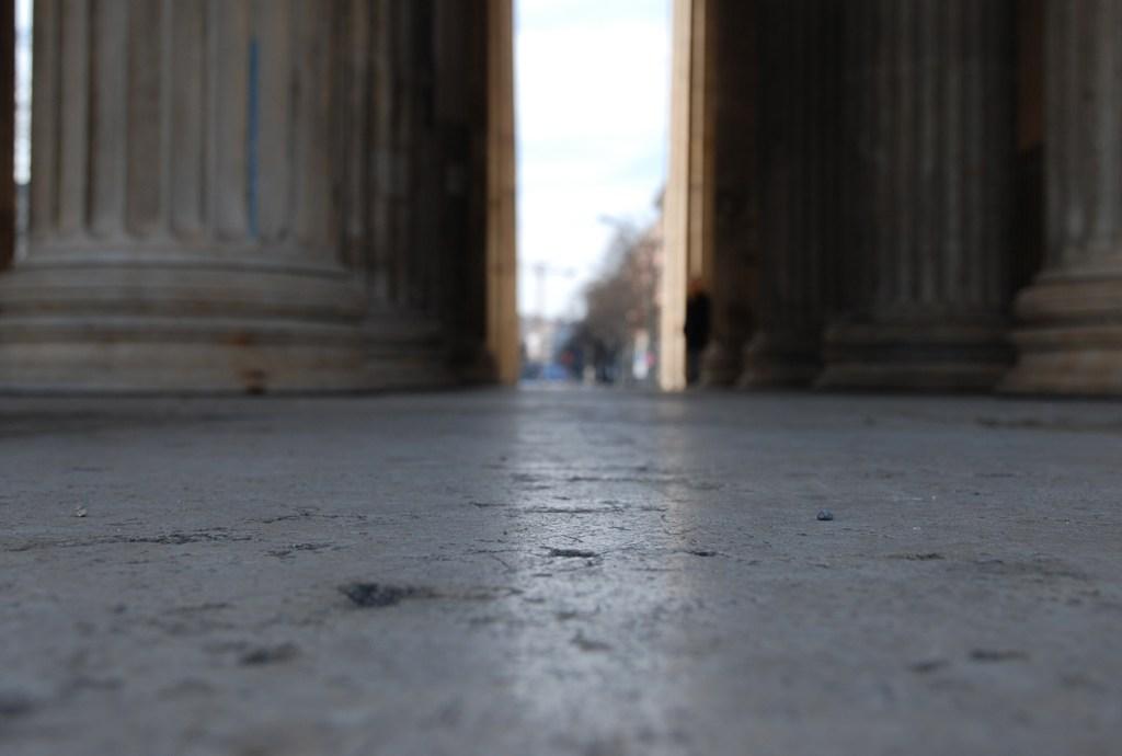 Rückblick durch die Propyläen München
