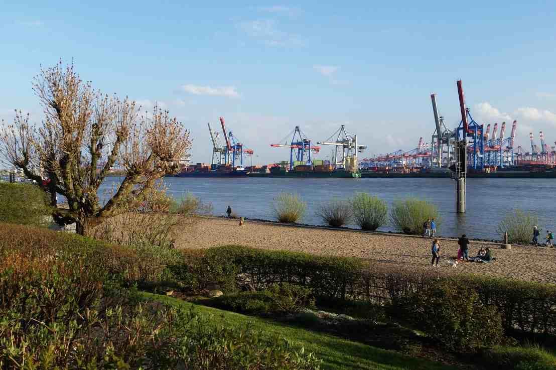 Hamburg liegt an der Elbe