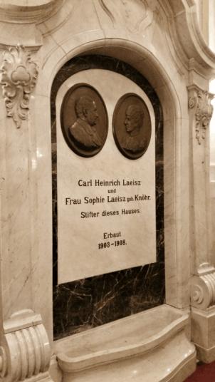 Gedenktafel für die Stifter der Laeiszhalle in Hamburg