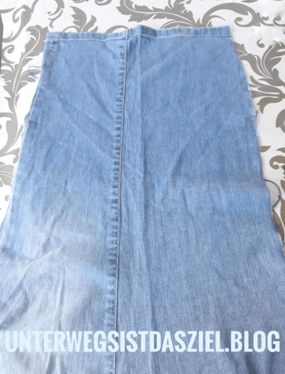 Jeans Upcycling mit unterwegsistdasziel.blog Hosenbein aufgeklappt