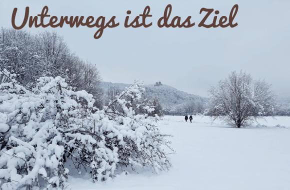 Landschaftspark Grütt im Schnee, im Hintergrund kann man die Burg Rötteln erkennen