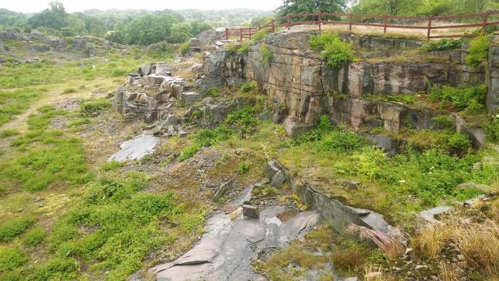 Großer Steinbruch, Tjurkö stenhuggeri - Rundwanderweg durch die Geschichte der Steinbrüche auf der Insel Tjurkö im Schärengarten von Blekinge, Schweden