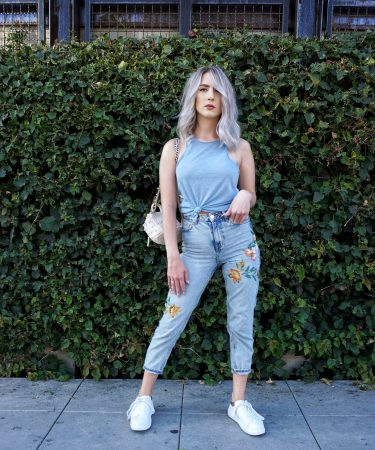 Mom Jeans: Finding the Perfect Pair & Styling
