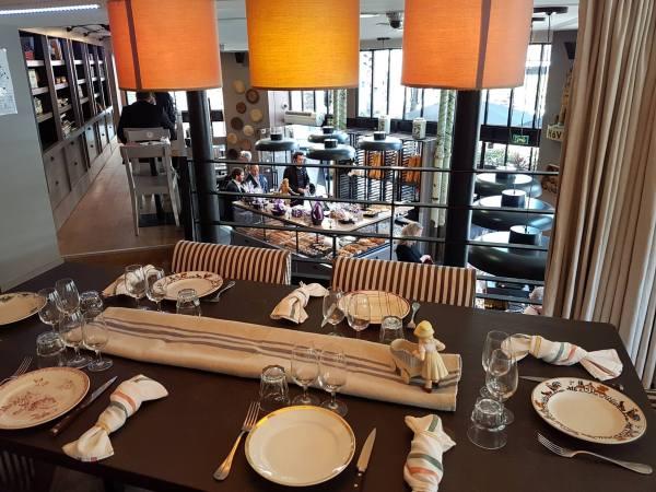 La table d'hôtes au coeur de la Boulangerie-Patisserie Joséphine. Crédits visuel : Archibald