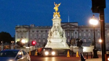 Buckingham Palace with cars in front of it
