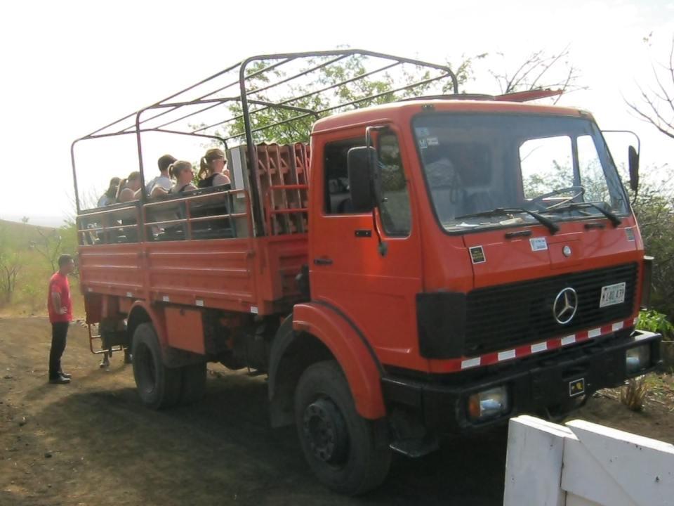 LKW Shuttle zum Volcano Boarding bei Leon, Nicaragua