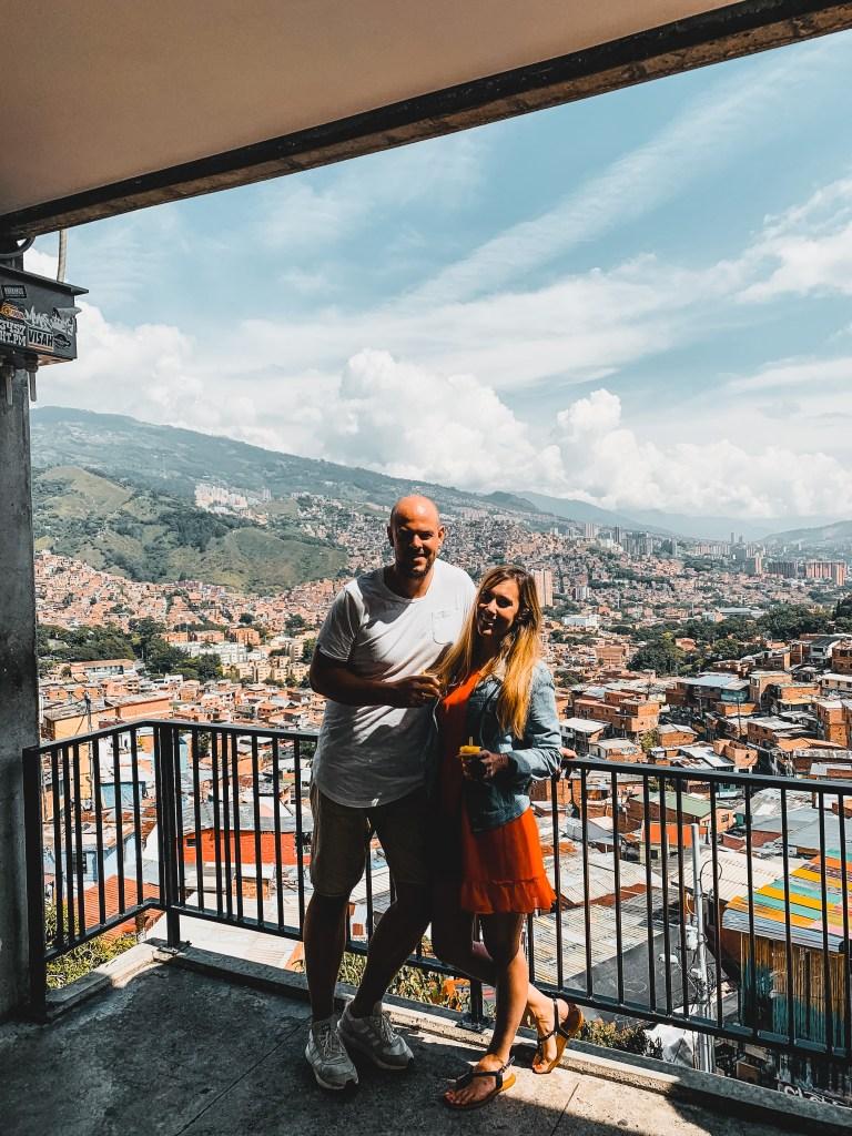 Mascha und Alex an der Escalera in Medellin Kolumbien