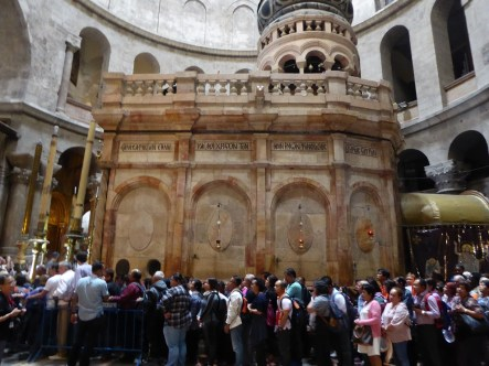 Long wait to see inside Jesus' burial place