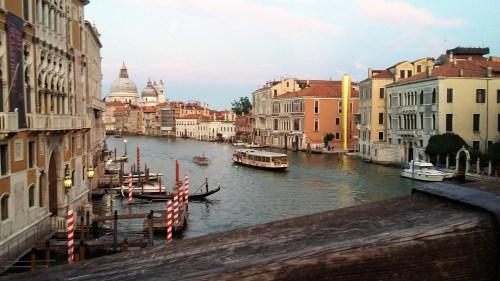 Venise est surtout connue pour son carnaval et ses gondoles mais c'est surtout une île magnifique à visiter en toute saison avec son amoureux ou entre copines.