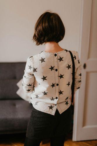 J'ai testé la blouse Idylle de L'Atelier Scammit dans le cadre d'un concours et c'est une belle découverte. Ce modèle est un plaisir à coudre et le rendu est vraiment sympa.