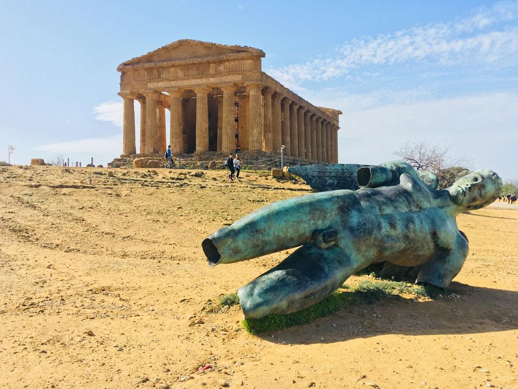 Il Tempio della Concordia di Agrigento e la statua di Icaro