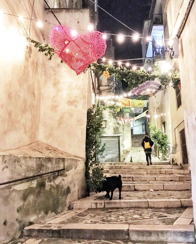 Vico del Gargano il giorno prima della festa di San Valentino