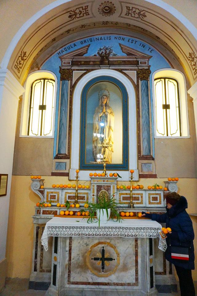 Le arance benedette nella Chiesa Matrice di Vico del Gargano