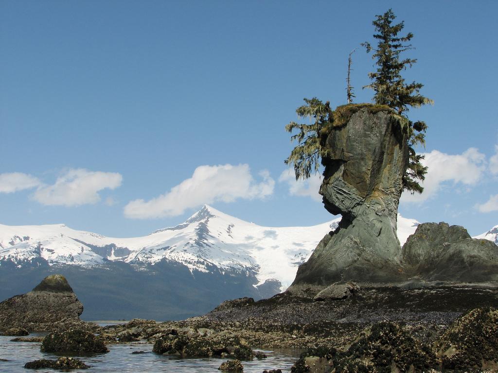 Natural Rock Faces : Natural rock face unusual places