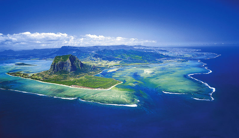 Photograph via The St. Regis Mauritius Resort