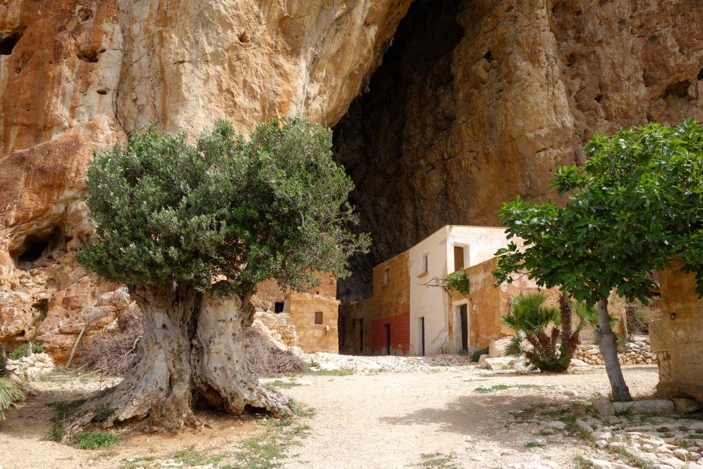من10الاف Grotta_Mangiapane1.jpg?w=1024&ssl=1