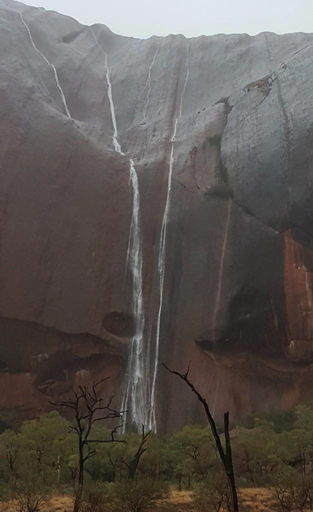Uluru-waterfalls2