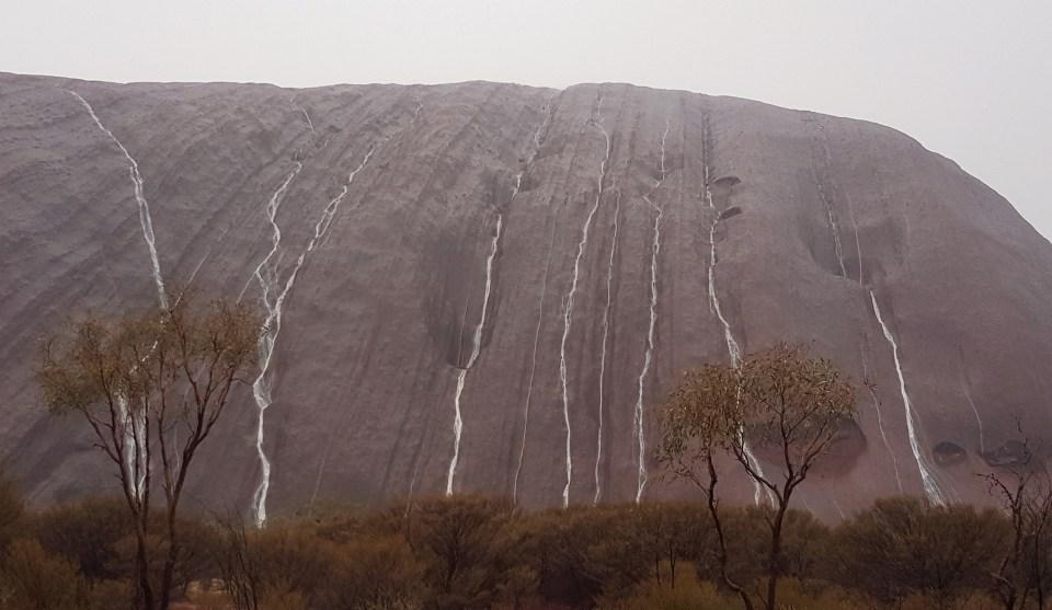 Uluru-waterfalls4