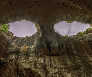 The Eyes of God, Prohodna Cave