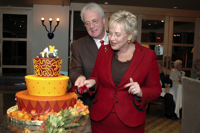 Bee and Jack cutting the cake