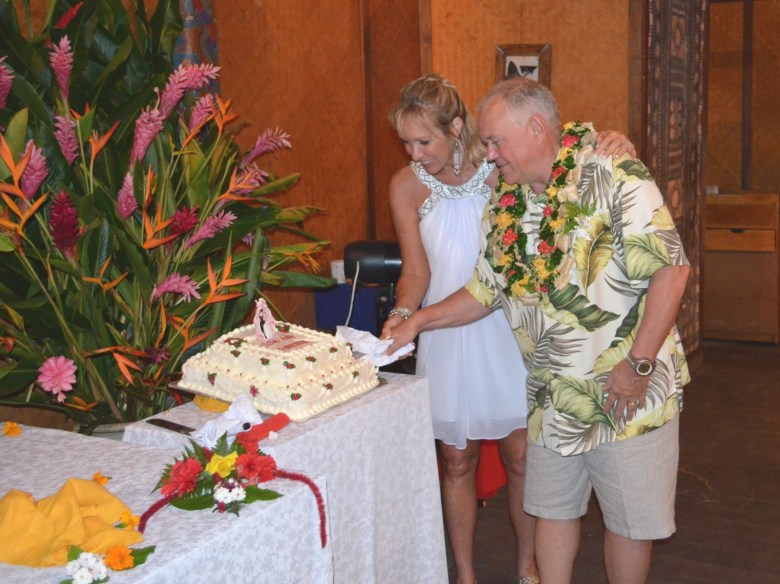 Fiji wedding cake and flowers