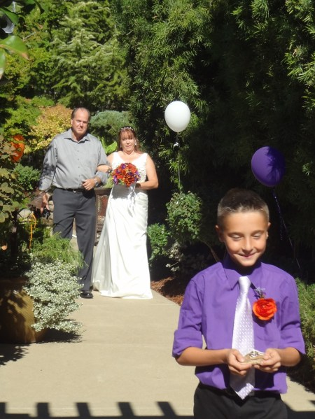 A lovely path to the ceremony