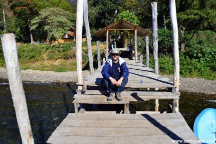 Pablo en el mini puerto de San Marcos La Laguna