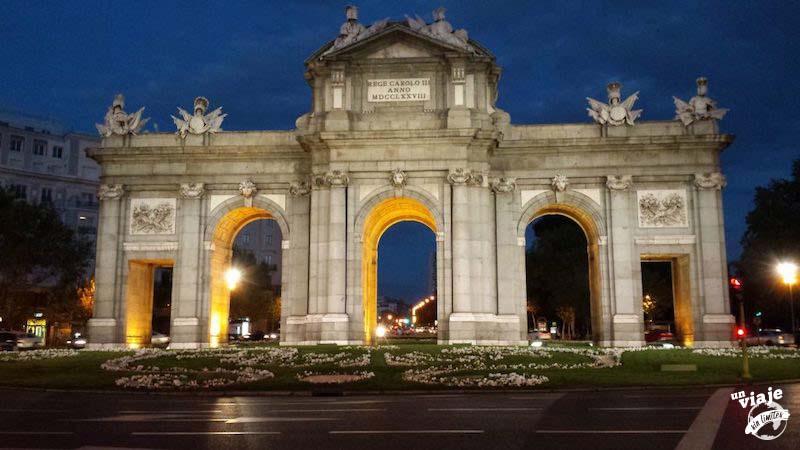 Paseando por Madrid al anochecer.