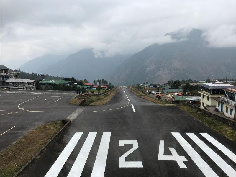 Aeropuerto Lukla, comienzo del trekking al campo base del everest, en Nepal.