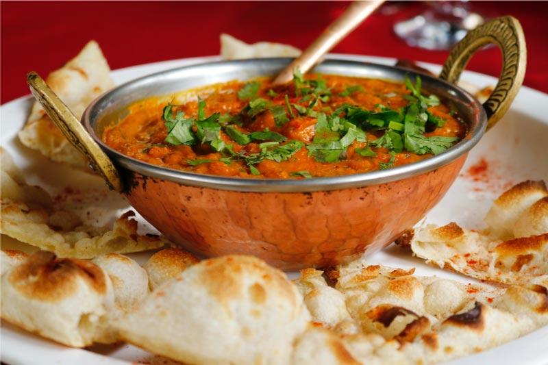 Plato de comida india, restaurante mum, donde comer en nerja